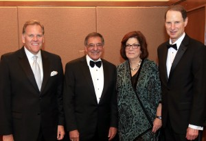 Secretary Panetta with dinner honorees Congressman Mike Rogers (R-MI), CNN correspondent Barbara Starr and Senator Ron Wyden (D-OR).