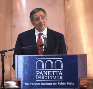 Secretary Panetta praises volunteers for service above self.